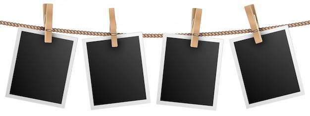 Marcos de fotos retro colgando de una soga aislado en blanco Vector Premium