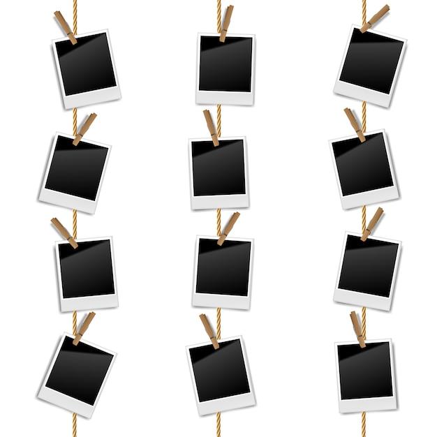 Marcos realistas de fotos retro en blanco en una cuerda con clips de madera, ilustración vectorial Vector Premium