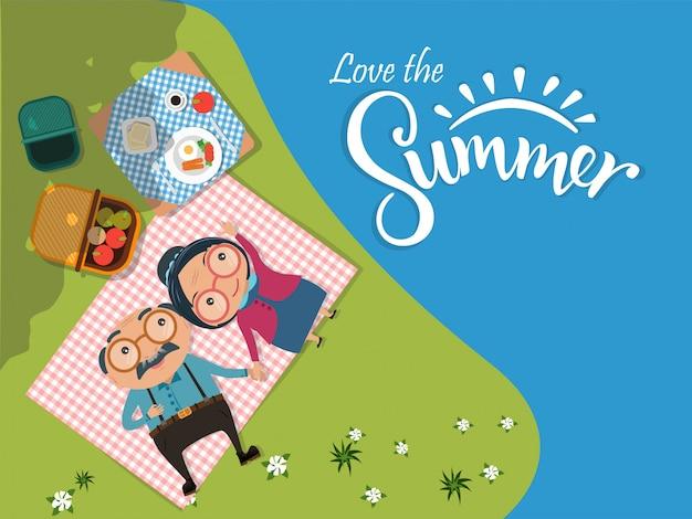 Me encanta el fondo de verano, parejas de hombres y mujeres mayores de edad que acampan y tienen un picnic en el prado verde vista superior. ilustración vectorial Vector Premium