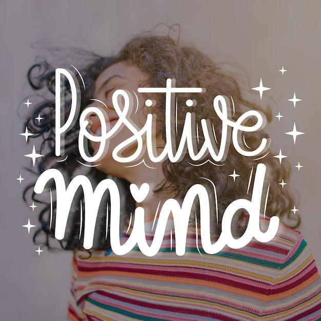 Mente positiva letras con foto vector gratuito