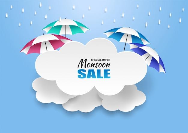 Monzón, fondo de venta de temporada de lluvias. nube de lluvia y paraguas en el cielo azul. Vector Premium