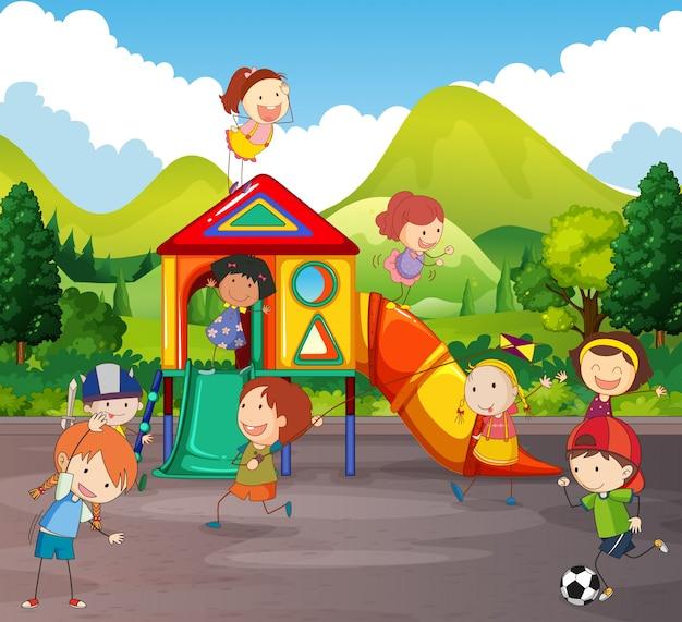 Muchos niños jugando en el patio de recreo   Descargar