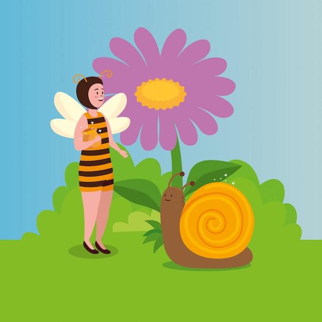 Mujer disfrazada de abeja con caracol en escena de cuento de hadas vector gratuito