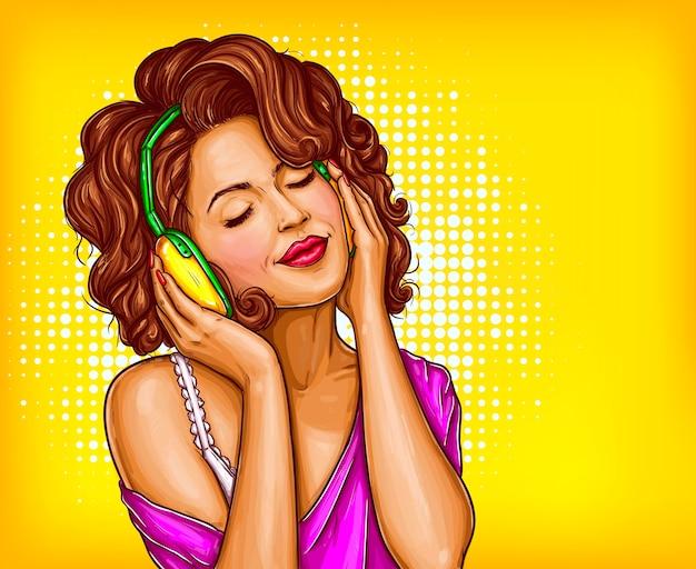 Mujer escuchando música en auriculares pop art vector vector gratuito