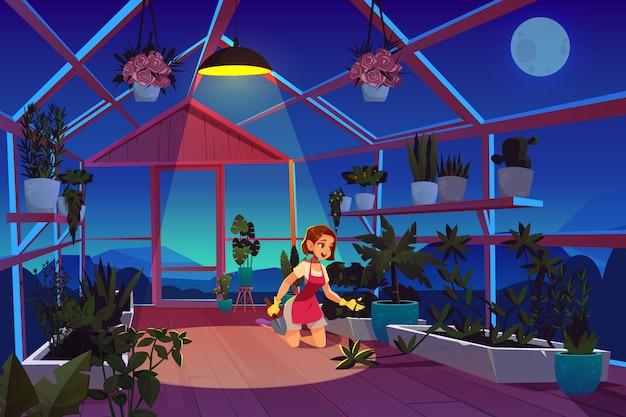 Mujer en invernadero en el cuidado nocturno de plantas de jardín. vector gratuito