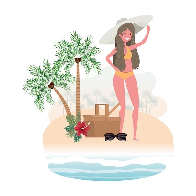 Mujer en isla con bañador y cesta de picnic. vector gratuito