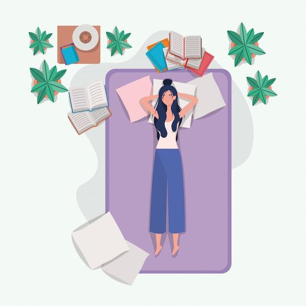 Mujer joven que se relaja en el colchón en el dormitorio vector gratuito