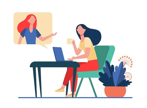 Mujer usando laptop y hablando con un amigo. videollamada, bocadillo, taza de té ilustración vectorial plana. comunicación, concepto de video chat en línea vector gratuito