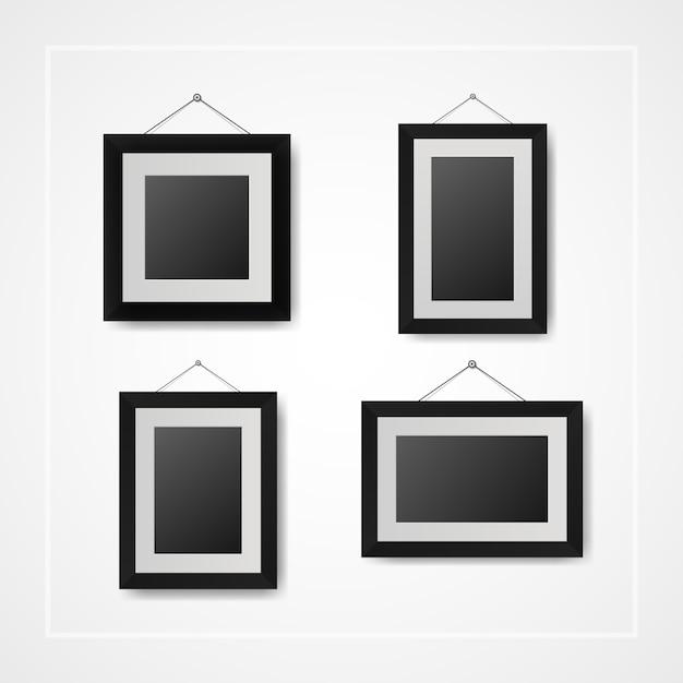 Múltiples fotogramas pequeños y marcos de fotos en pared blanca ...