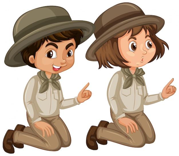 Niño y niña en uniforme scout sobre fondo blanco. vector gratuito