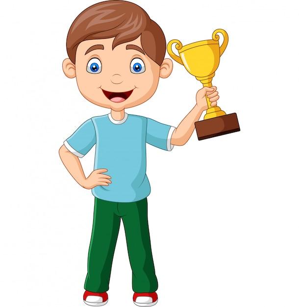 Niño pequeño de dibujos animados con trofeo de oro