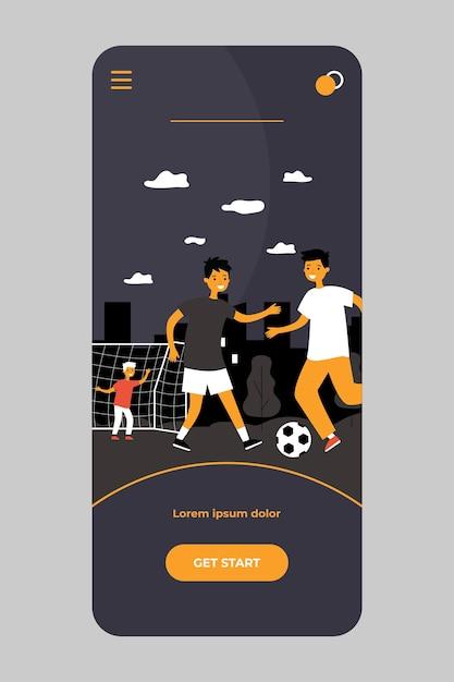 Niños activos jugando al fútbol al aire libre aislados en la aplicación móvil Vector Premium