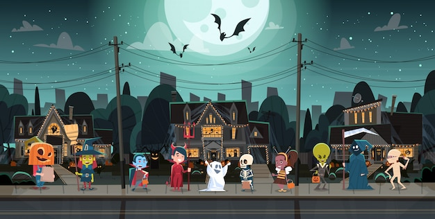 Niños con disfraces de monstruos caminando en la ciudad trucos o trato feliz halloween banner concepto de vacaciones Vector Premium