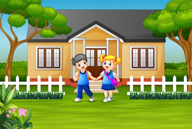 Niños de escuela felices en frente del patio de la casa Vector Premium