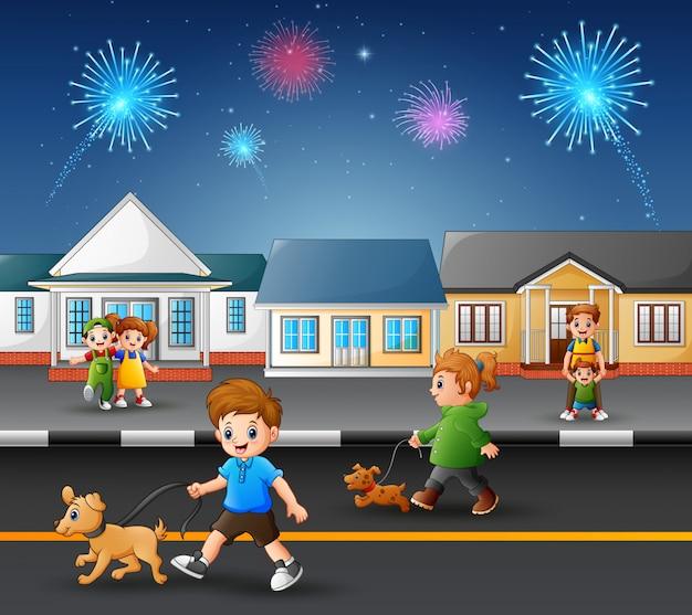 Niños felices jugando en la carretera con vistas de fuegos artificiales en el cielo Vector Premium