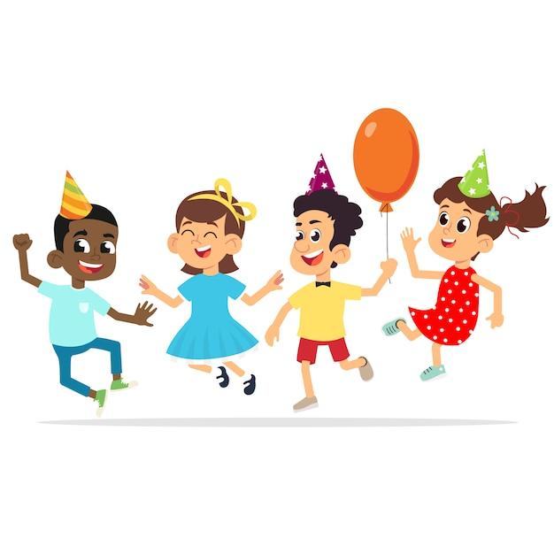 Los niños en la fiesta de cumpleaños están felices saltando y felicitando. Vector Premium
