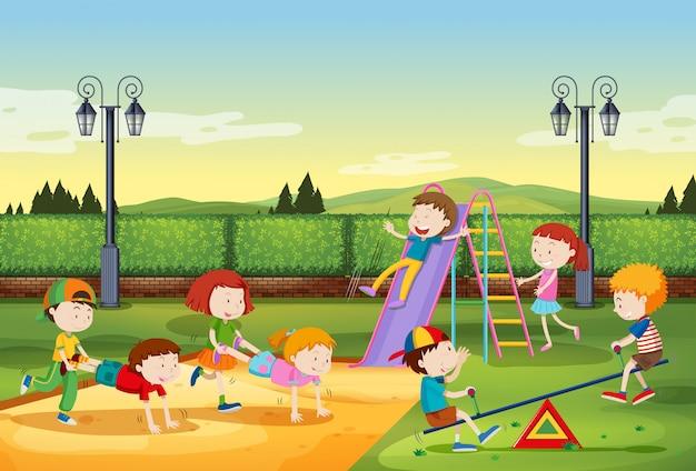 Niños jugando en el parque vector gratuito