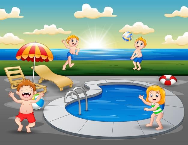 Niños jugando en la piscina al aire libre en la playa Vector Premium