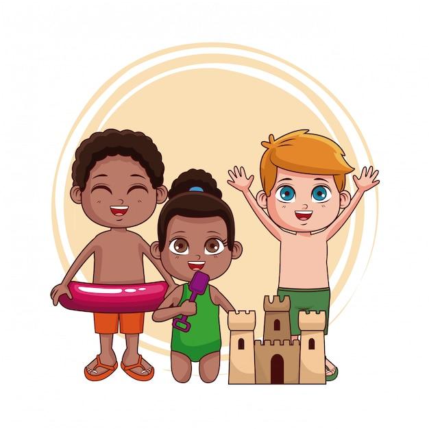 5dbd7e518 Niños lindos con castillo de arena en la playa