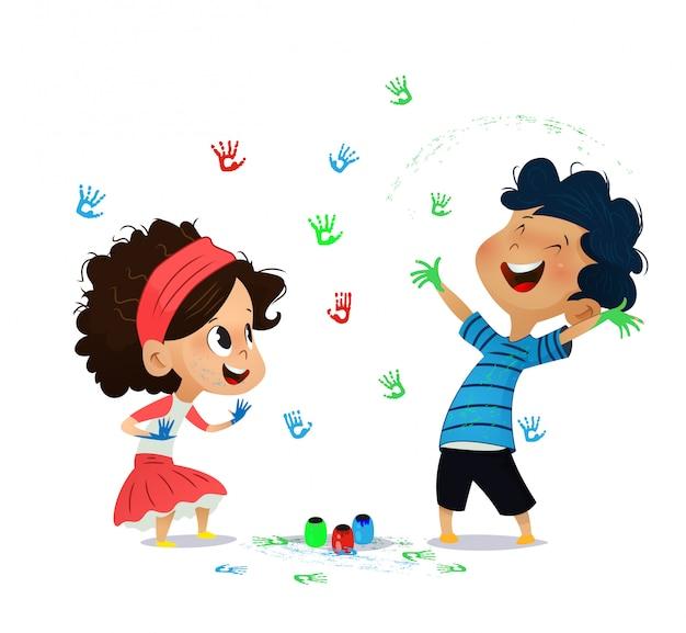Niños lindos pintan dibujos en la pared. Vector Premium