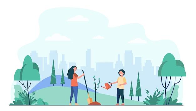 Niños plantando árboles en el parque de la ciudad. niños con herramientas de jardinería trabajando con plantas verdes al aire libre. vector gratuito