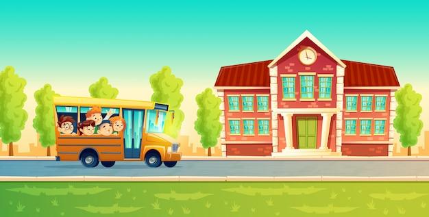 Niños sonrientes alegres, alumnos felices, montando en el autobús amarillo. vector gratuito