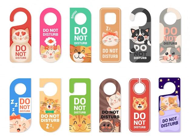 No molestar letreros de suspensión de puerta, etiquetas con gatos Vector Premium