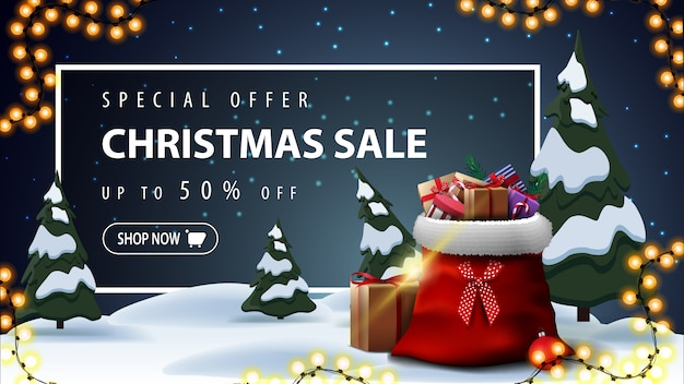 Oferta especial, venta de navidad, hermoso banner de descuento con paisaje de invierno de dibujos animados sobre fondo Vector Premium