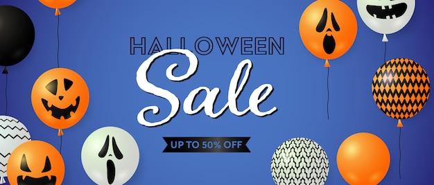 Oferta de halloween, hasta un cincuenta por ciento de descuento en letras con globos vector gratuito