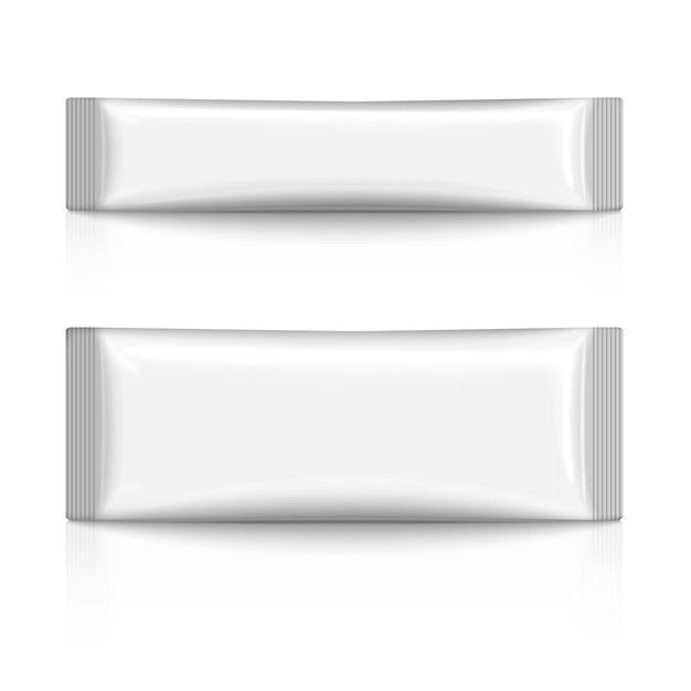 Paquete de palitos de plástico blanco en blanco para café, azúcar, sal, especias, aislado Vector Premium