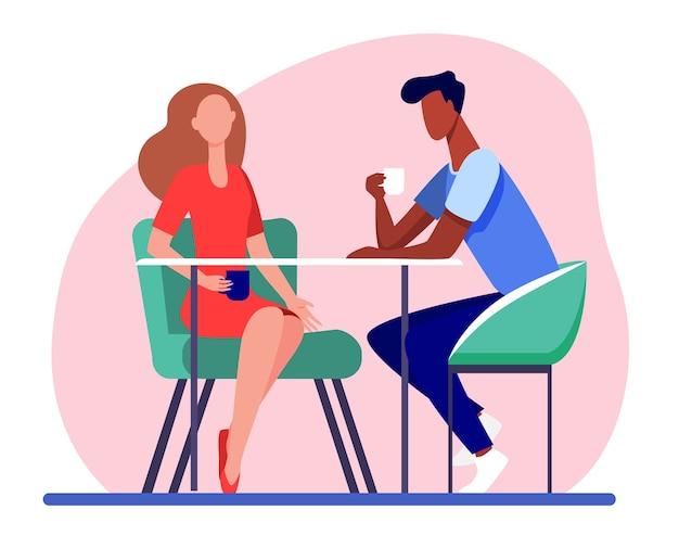 Pareja de citas en la cafetería. hombre joven y mujer tomando café juntos ilustración vectorial plana. encuentro romántico, romance vector gratuito