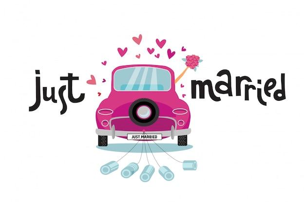La pareja de recién casados está conduciendo un automóvil rosado vintage para su luna de miel con un cartel de letras recién casado y latas adjuntas Vector Premium