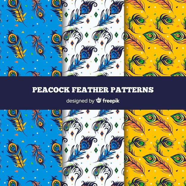 Patrón adorable de plumas de pavo real dibujadas a mano vector gratuito