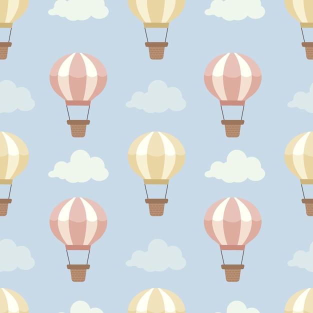El patrón sin fisuras de globo de aire caliente en el cielo azul con un conjunto de nubes. Vector Premium
