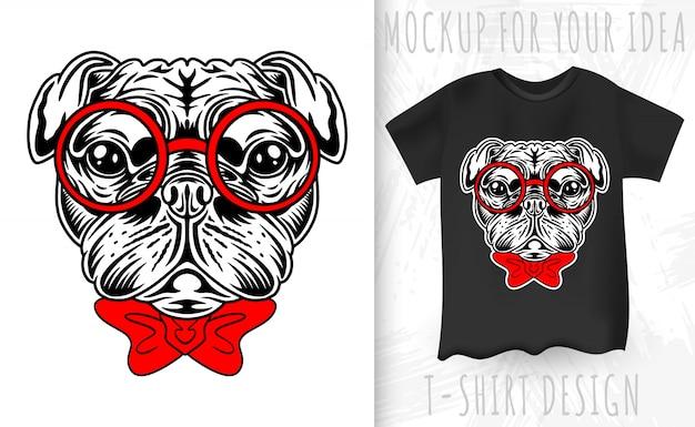 Perro pug cara de estilo retro. idea de diseño para estampado de camiseta en estilo vintage. Vector Premium