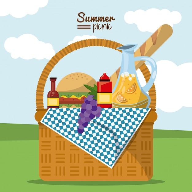 Picnic de verano con paisaje y cesta de picnic llena de comida ...