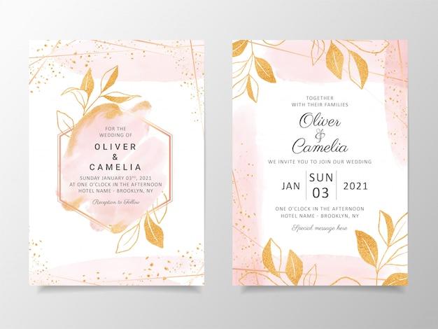 Plantilla cremosa de tarjeta de invitación de boda acuarela con decoración floral dorada. Vector Premium