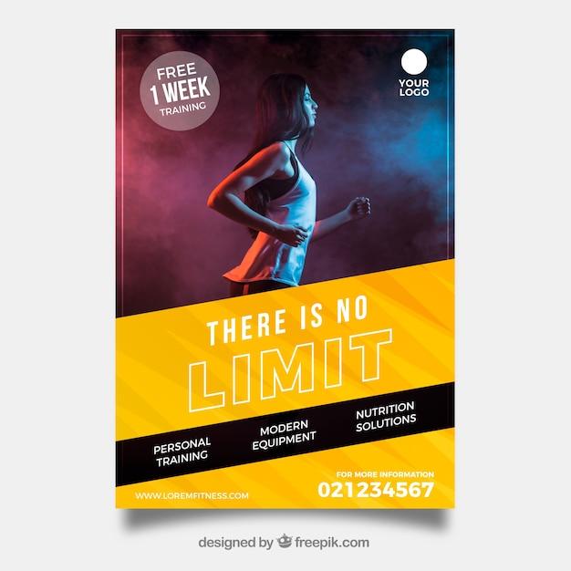 Plantilla de flyer de gimnasio con imagen vector gratuito
