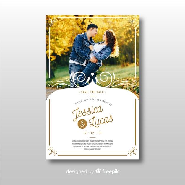 Plantilla de invitación de boda ornamental con foto vector gratuito