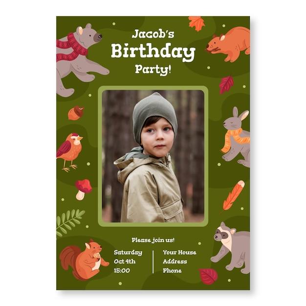 Plantilla de invitación de cumpleaños con foto y animales del bosque vector gratuito
