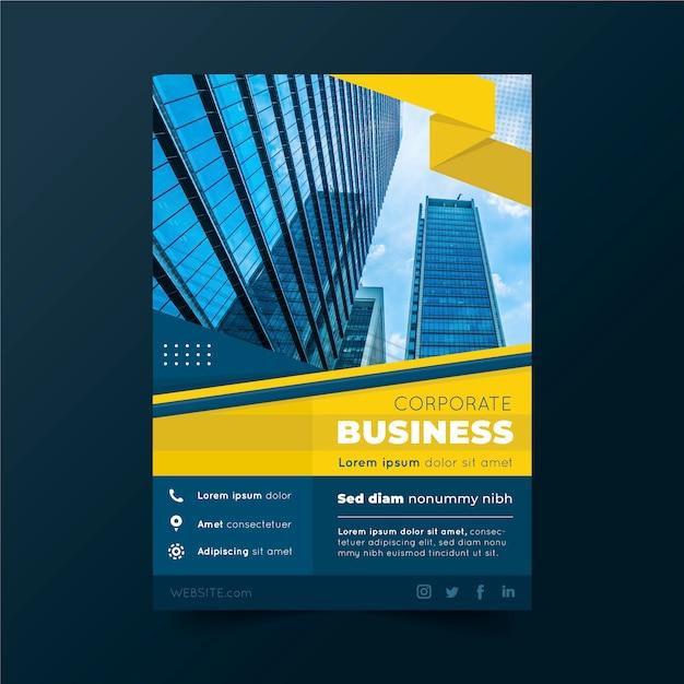 Plantilla de póster de negocios con edificios y cielo vector gratuito