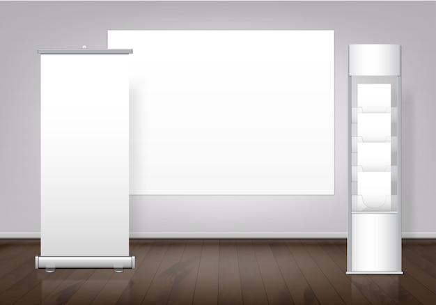 Plantilla de stand de feria en blanco blanco y banner de visualización enrollable vertical con espacio para soporte de texto en piso de madera. Vector Premium