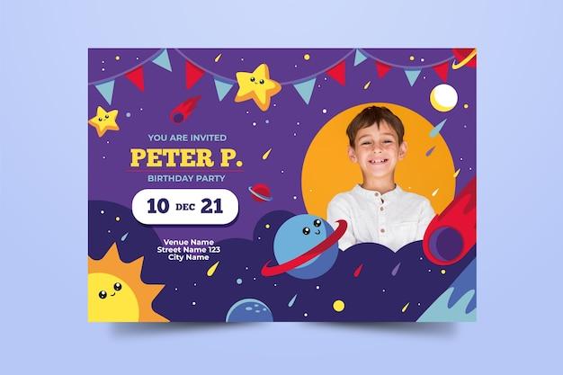 Plantilla de tarjeta de cumpleaños de espacio infantil vector gratuito