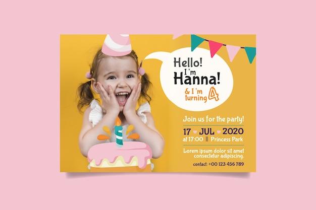 Plantilla de tarjeta de cumpleaños de niña pequeña con foto vector gratuito