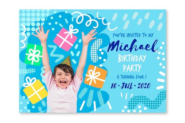 Plantilla de tarjeta de cumpleaños para niños con tema de foto vector gratuito