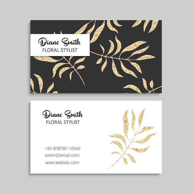 Plantilla de tarjeta de visita de oro de lujo con hojas tropicales. vector gratuito
