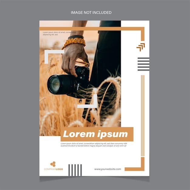 Plantilla de volante que contiene un fotógrafo con una cámara. vector gratuito