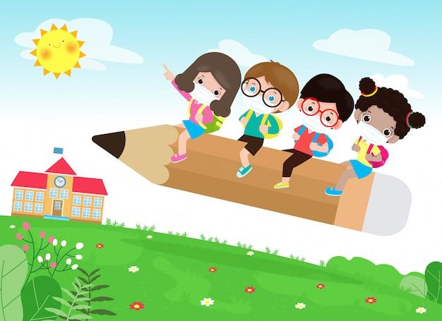 Regreso a la escuela por un nuevo concepto de estilo de vida normal. los niños felices del grupo que usan máscara facial y distanciamiento social protegen el coronavirus covid-19, ilustración de niños que viajan en un gran lápiz volando en la escuela Vector Premium
