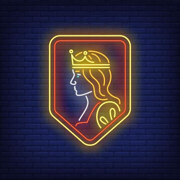 Reina en escudo letrero de neón. vector gratuito