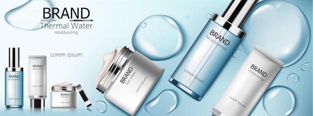 Set de cosmética de agua termal con esencia facial, hidratante y crema. fondo de burbujas azules vector gratuito
